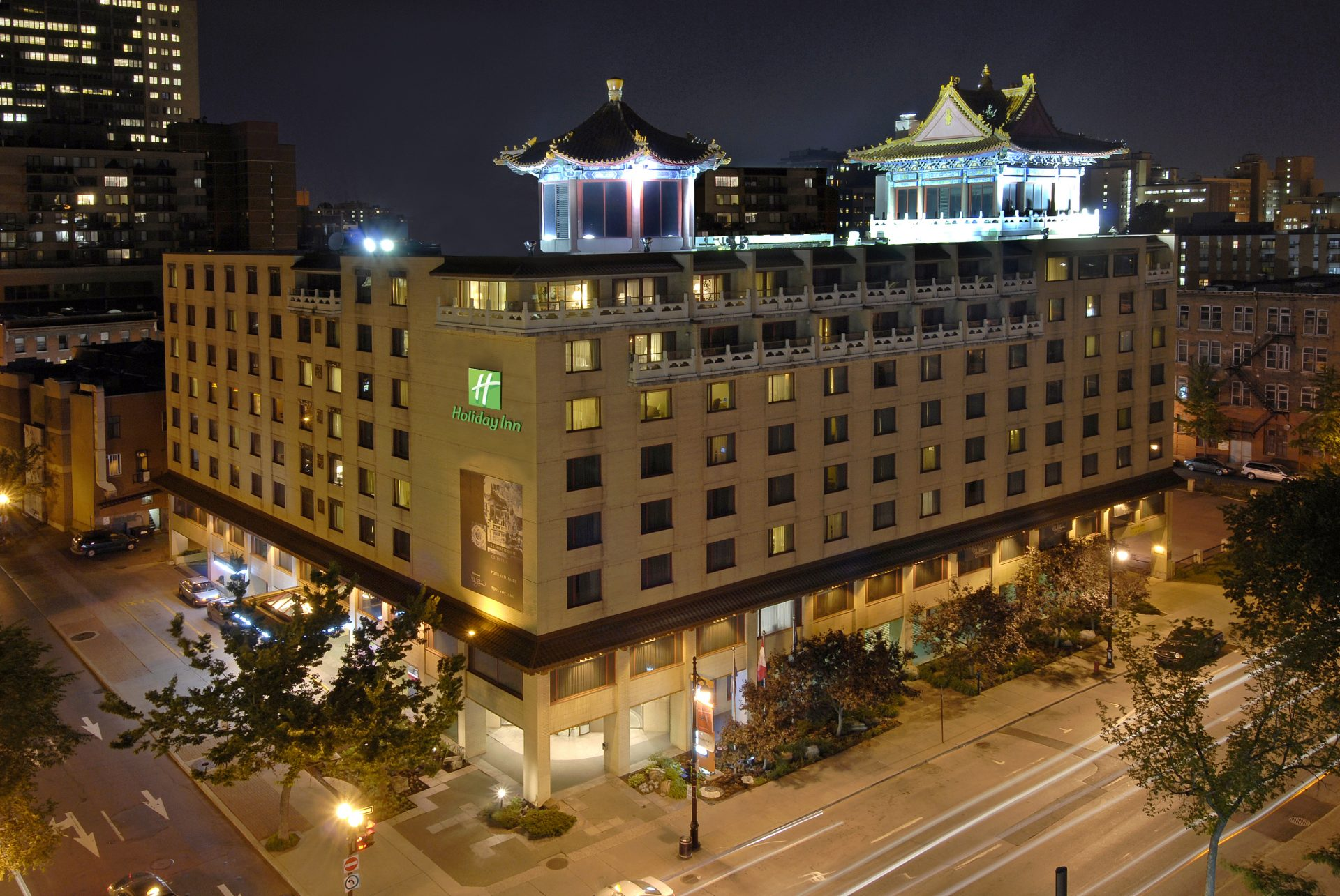 Holiday-Inn-Select-Montreal-Centre-Ville-Downtown-Exterior-View